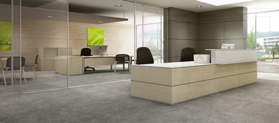 Büromöbel preiswert und schnell - Gediegener Empfang